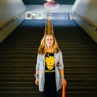 Ada Bio Rexin portaiden edessä. Kuva: Pauli Haanpää