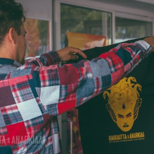 R&A-paitoja myynnissä R&A:n infossa Lasipalatsilla. Kuva: Vitali Gusatinsky