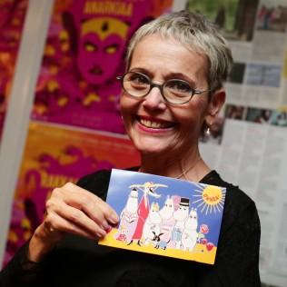 Levana Finkelstein ja syntymäpäiväkortti. Kuva: Adriana Dobrin