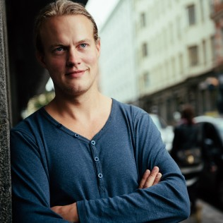 Ohjaaja Tom Sommerlatte (Summers Downstairs). Kuva: Marko Saari