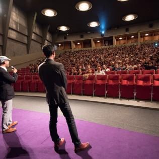 Ohjaaja Hiromasa Yonebayashi ja tuottaja Yoshiaki Nishimura esittelemässä Marnie - tyttö ikkunassa -elokuvaansa. Kuva: Mari Mur