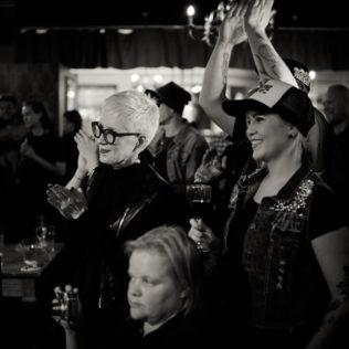 Avajaisklubi Bar Loosessa. PK Keränen esiintyy. Kuva Marko Saari.