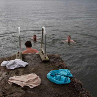 Vieraita saunotetaan. Kuva Andre Vicentini.