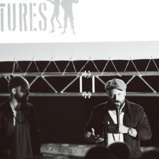 Ennakkonäytökset Konepajan Brunolla, Riku ja Tunna alustavat Fuocoammare – tuli merellä -elokuvan näytöksen. Kuva Marko Saari.