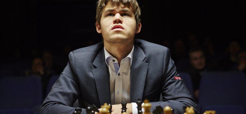 London, England 20130331. FIDE Chess Candidates Tournament 2013, London: Magnus Carlsen er igang med dagens sjakk match mot Teimour Radjabov fra Azerbaijan, i turneringens nest siste runde før det avsluttes i morgen.  Foto: Morten Rakke / NTB scanpix