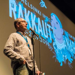 Avajaisnäytös, taiteellinen johtaja Pekka Lanerva avaa festivaalin. Kuva Mari Mur