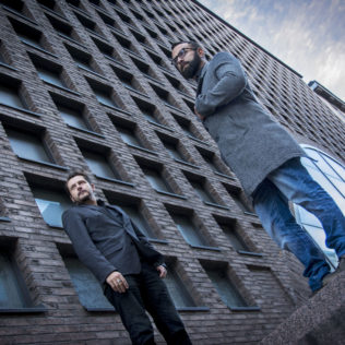 Ohjaaja Kike Maíllo ja tuottaja Toni Carrisoza (Toro). Kuva Mihai Cetean.